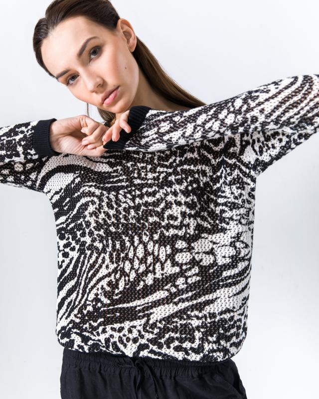 Пуловер, р. 54, цвет белый черный