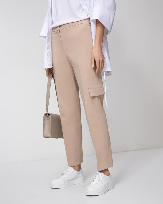 Фото - Брюки Riani брюки в городском стиле из ткани стретч с удлиняющими вырезами